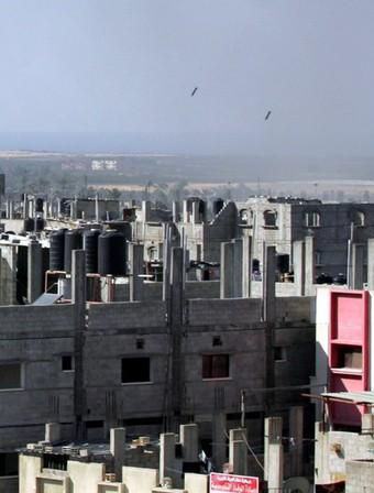 계속되는 이스라엘 폭격으로 연기 피어오르는 팔레스타인 가자시티