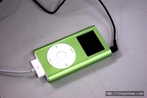 충전중인 iPod mini